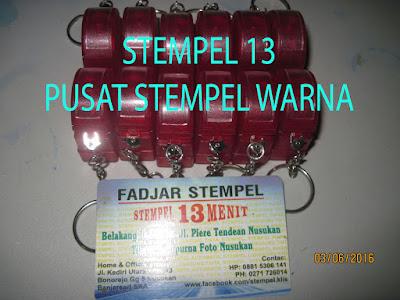 Stempel Gantungan Kunci Warna Merah
