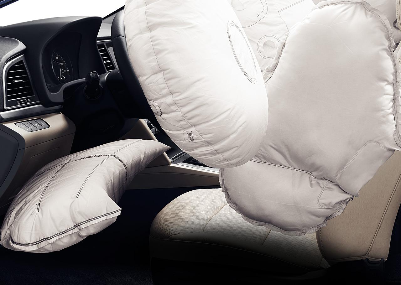 Với hệ thống túi khí như thế này, Hyundai Elantra 2017 xứng đáng an toàn nhất trong phân khúc