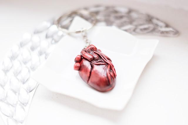 ręcznie robiony naszyjnik z sercem