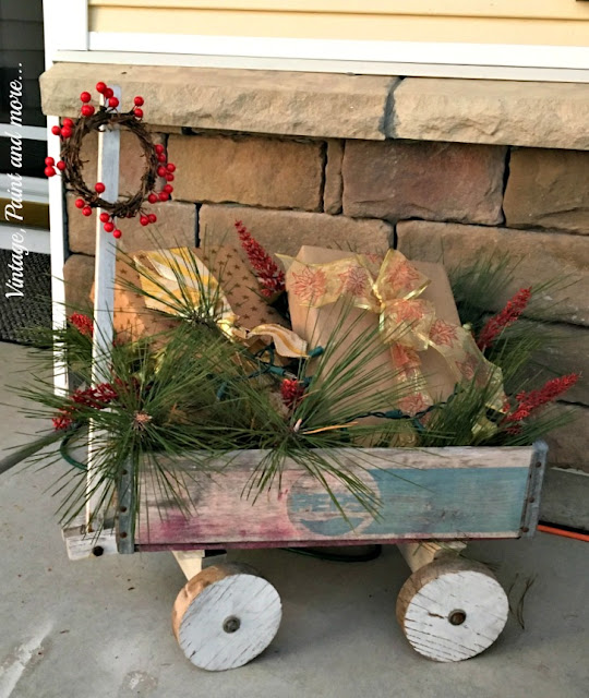 Vintage, Paint and more...  vintage Pepsi wagon decorated for Christmas