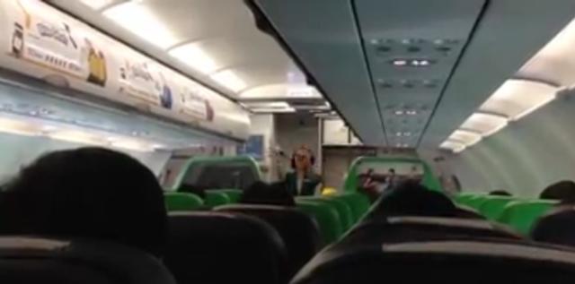 Video Aksi Lucu Awak Pesawat Citilink Ini Bikin Seluruh Penumpang Ketawa Ngakak..