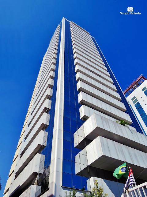 Perspectiva inferior da fachada e lateral do Edifício Sede do Sebrae SP - Paraíso - São Paulo