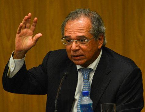 TCU investiga negócios de Guedes com fundos de pensão