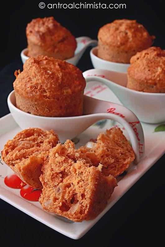 Muffins di Farina Integrale e Farina di Farro con Sgombro e Cipolla