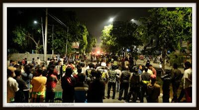 Istana Merdeka, aksi demo, Kejadian, Berita Bebas, Berita Terbaru, Ulasan Berita, Ahok, Ahok Gubernur DKI, tak disangka, Kejadian, benturan warga dan polisi