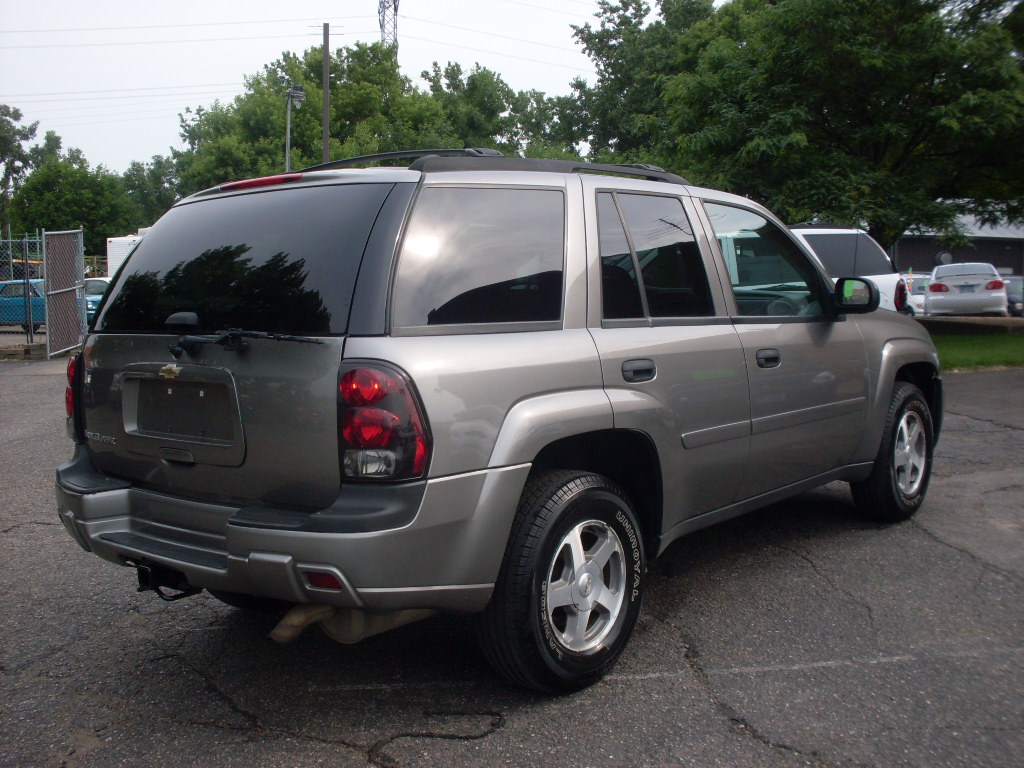 Ride Auto: 2006 Chevy Trailblazer gris