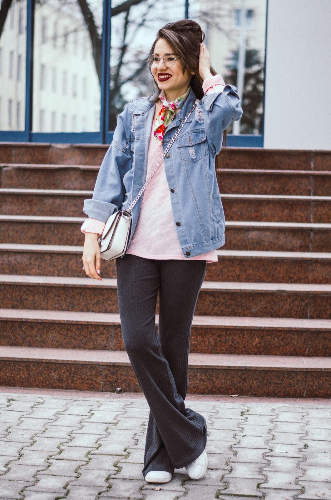 fashion blogger diyorasnotes diyora beta denim jacket romwe pink jumper wide leg pants