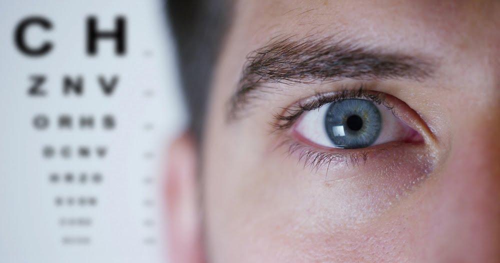 اعراض القرنيه المخروطيه للعين وكيفية علاجها