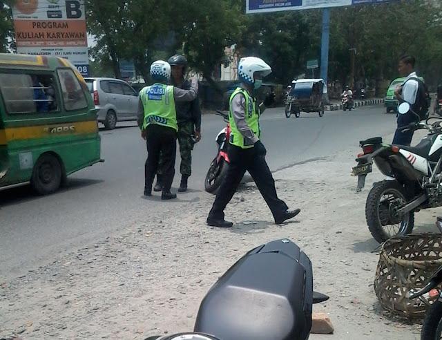 Ngeriii....!!! Razia Tanpa Plang dan Surat Tugas, Polantas kabur Dibubarkan Anggota TNI