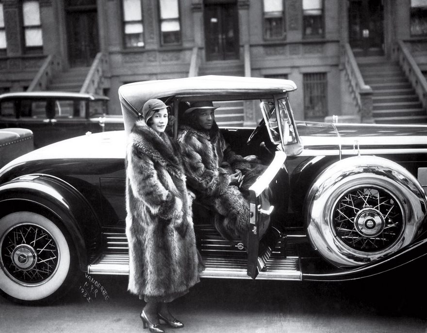 #85 Couple In Raccoon Coats, James Vanderzee, 1932 - Top 100 Of The Most Influential Photos Of All Time