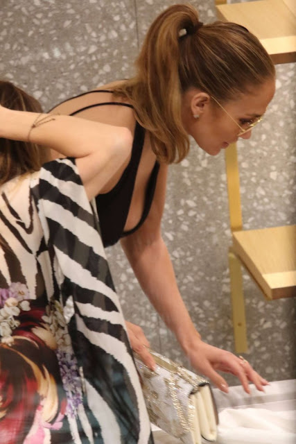 Jennifer Lopez – Shopping in Miami