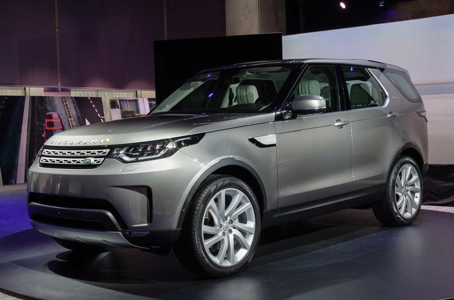 Giá Xe Land Rover Discovery 5 HSE Đời Mới Model 2017 Màu Xám Bạc