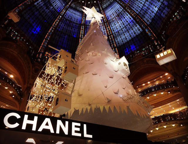 Paper tree by Lorenzo Papace, Galeries Lafayette, Paris, 2016