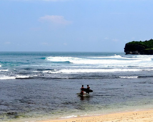 Tinuku Travel Krakal beach, the challenge surf reef break between rock cliffs and snorkel over beauty tapestry marine life