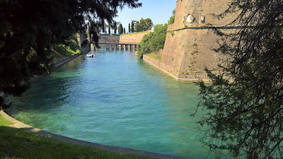 The route runs alongside the bastions of Peschiera del Garda.