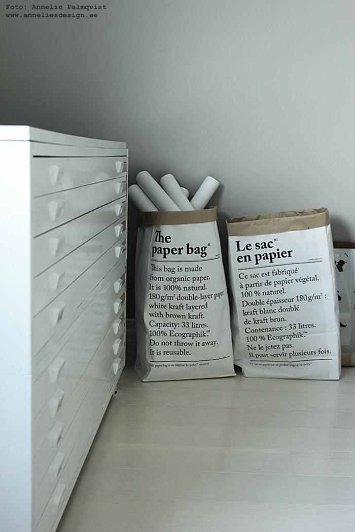 vitt, gårtt, arkivskåp, inredning, bukowskis, auktion, annelies design, webbutik,webshop, detaljer, le sac en papier, påsar, papperspåse, papperspåsar, påsar med text, svart och vitt, svartvita, svartvitt, nätbutik, nätbutiker, ateljé, arbetsrum, papprullar, poster, posters, prints, konsttryck,