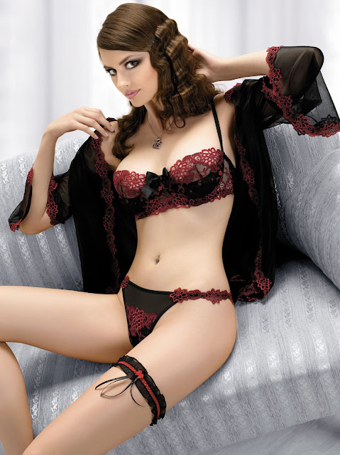 Lingerie Red and Black, Leanelis