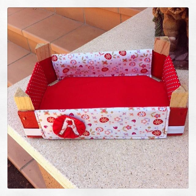 El taller de naid cajas de fresas decoradas con tela - Forrar cajas de carton con telas ...