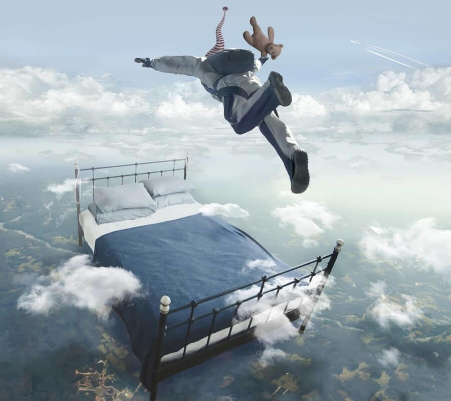 09-Free-Fall-Eduardo-Valdés-Hevia-Digital-Art-www-designstack-co