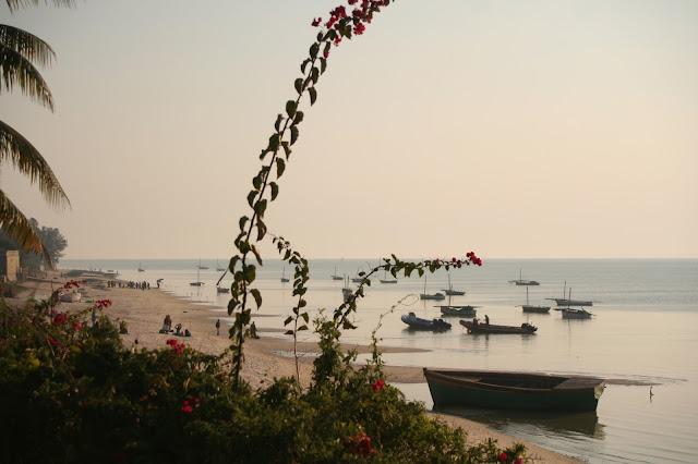 ankunft-am-strand-in-mosambik