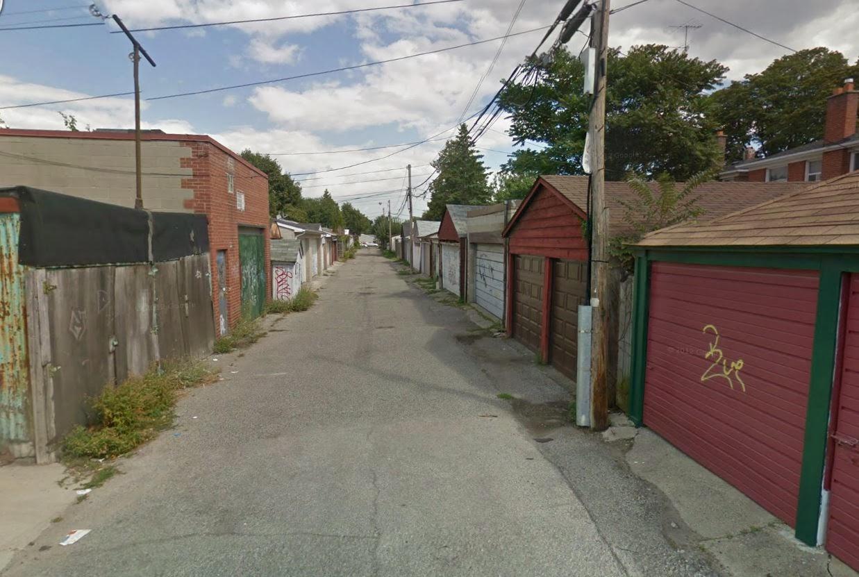 Superior Alleyway In Toronto