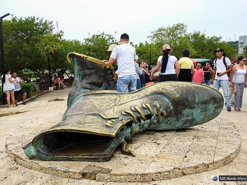 Monumento Los Zapatos Viejos - O que fazer em Cartagena, Colômbia