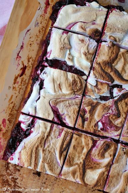 Apfel-Beeren-Kuchen mit Baiserhaube | Rezept | Backen