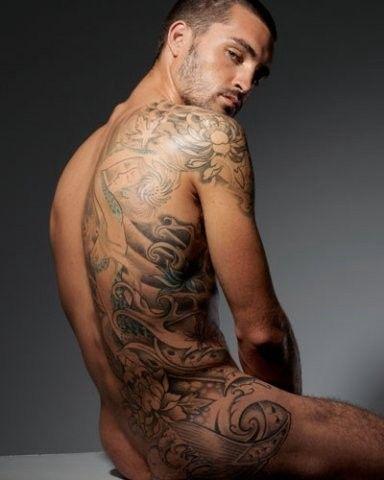 tios buenos tatuados