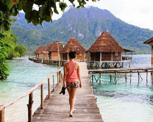 Tinuku Travel Ora beach on Seram island quiet haven white sand to snorkel on reefs and beautiful high cliffs
