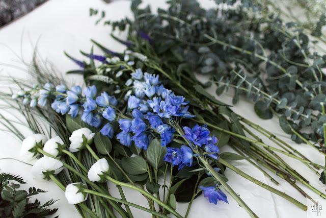 sininen kukka, leinikki, eukalyptus