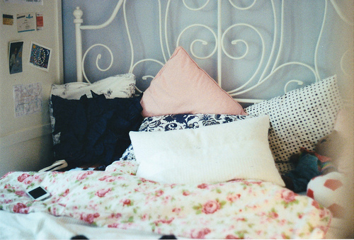 pillow talk find the pillow that 39 s right for you college gloss. Black Bedroom Furniture Sets. Home Design Ideas