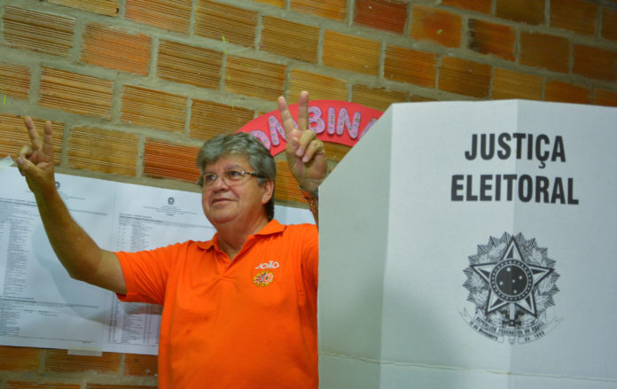 João Azevêdo vence e é o novo governador da Paraíba