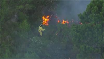Bombeiros controlaram o fogo na parte da manhã do dia 28 de dezembro. Imagem: frame de vídeo da Globo