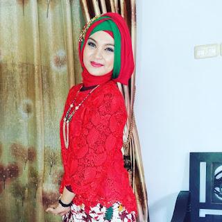 Model Kebaya Muslimah Merah