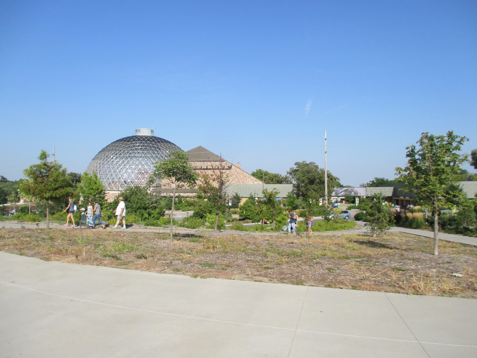 Backyard Excursions: The World-famous Omaha Zoo