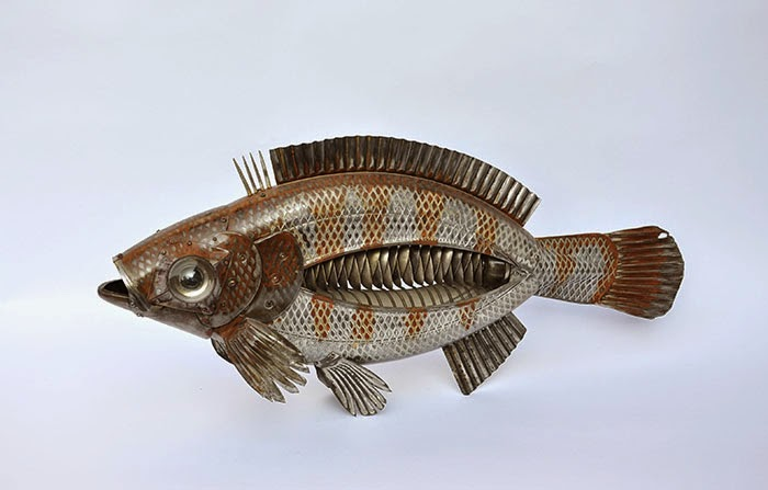 09-Red-Fish-Edouard-Martinet-Recycled-Sculpture-Wildlife-www-designstack-co