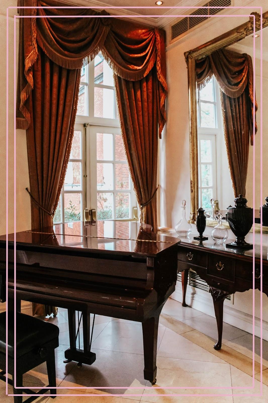 Four Seasons Hampshire Luxury Hotel Grand Piano