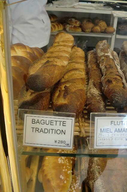 フランスパン。(BAGUETTE TRADITION)