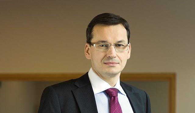O governo polonês recua na  lei sobre o Holocausto