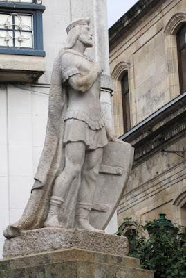 Estatua Alfonso II en Santiago de Compostela