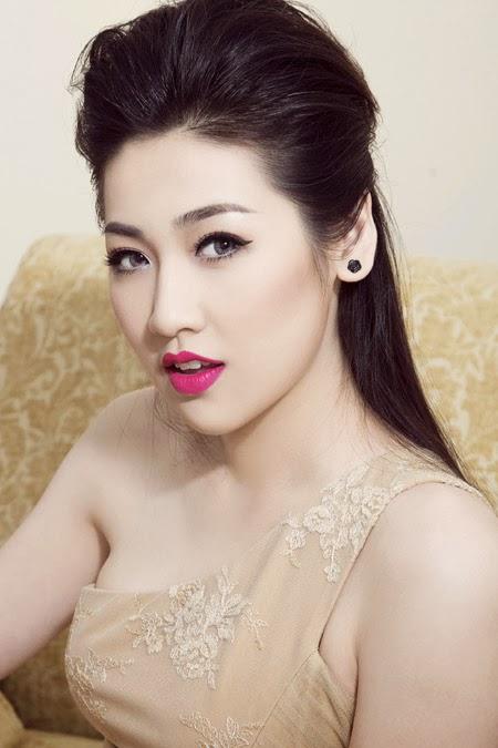 Người đẹp Việt Nam khoe sự gợi cảm với đầm trắng