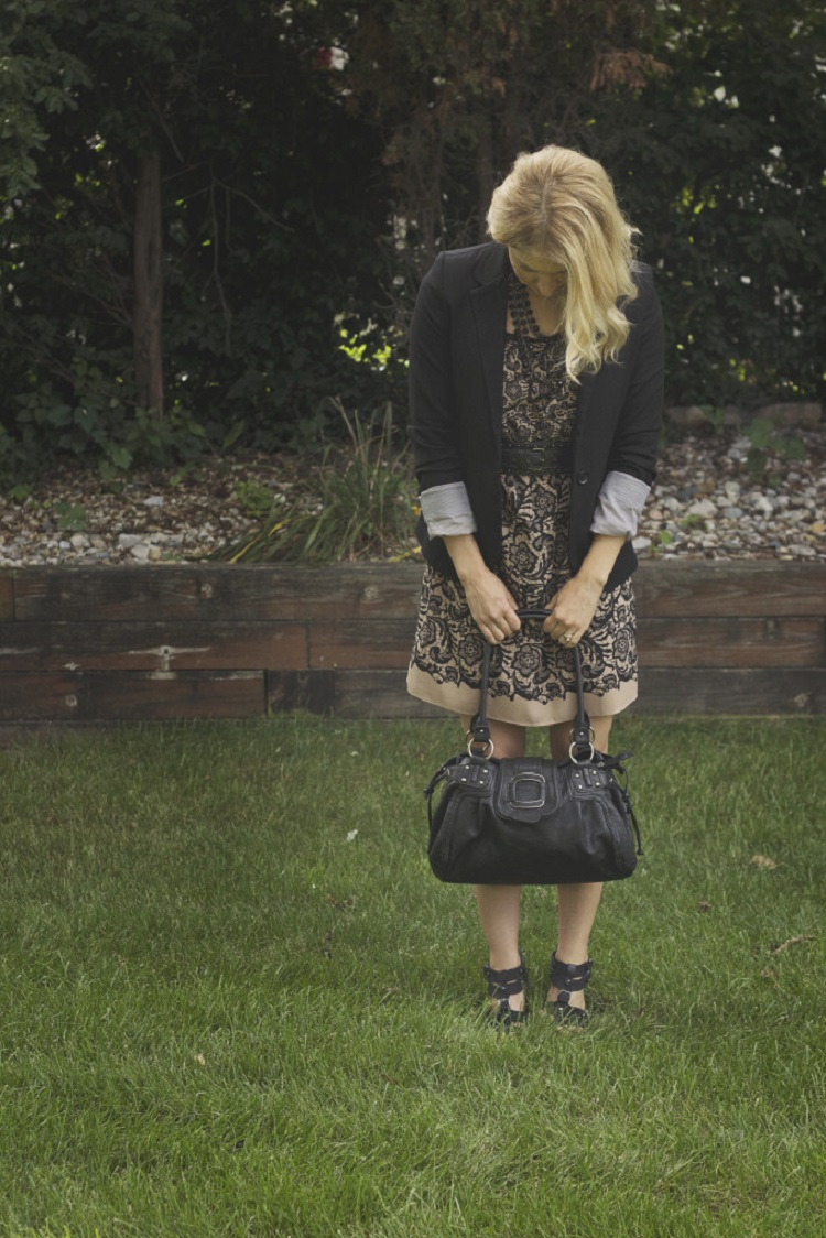 How to maintain comfort in your fall wardrobe - No Small Life - Click through to find out what she and other bloggers have to say on this topic!