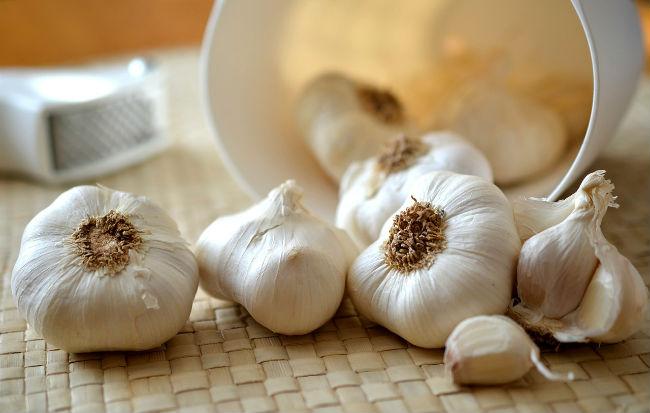 Teste e spicchi di aglio