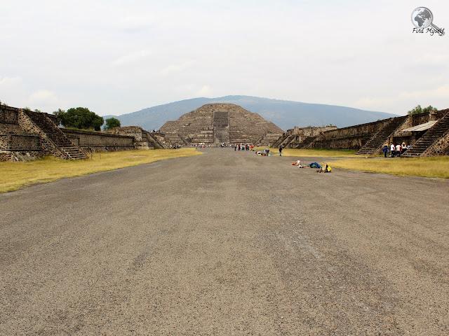 Droga Zmarłych, Piramida Księżyca