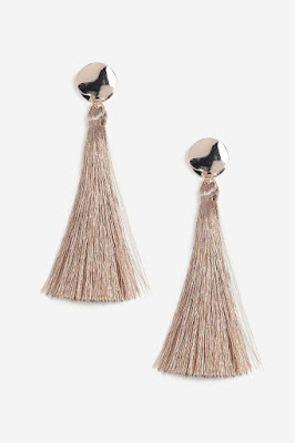 These sweeping earrings are in a gorgeous minky champagne colour, and now coloured tassel earrings have been so popular for a while, I've been seeing a rise in neutrals colours that look a little chicer than the colour block counter parts. The gold hammered stud will catch the light elegantly in these drawing attention to the golden tassels.