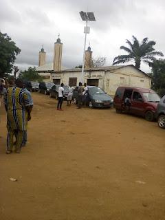 Société: Kindia, l'Ex Ministre Oyé Guilavogui empêché par un groupe de jeunes d'accédé à la mosquée de Friaguiagbé 3