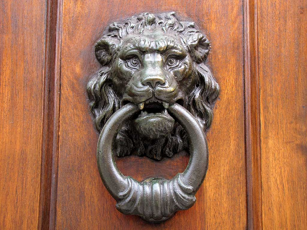 Livorno, Town Hall doorway knockers
