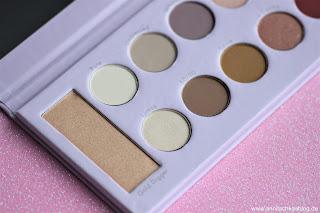 Review: Mrs. Bella - 12 Farben Lidschatten & Highlighter Palette