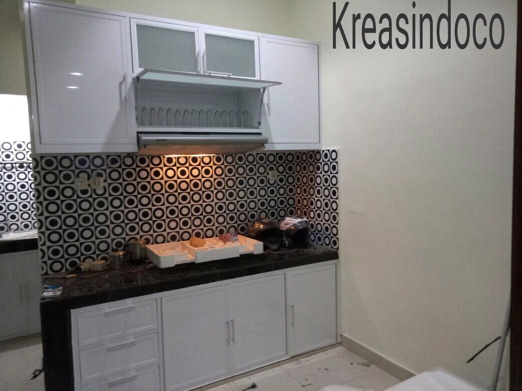 Kitchen set aluminium pemasangan di jembatan lima jakarta for Pemasangan kitchen set