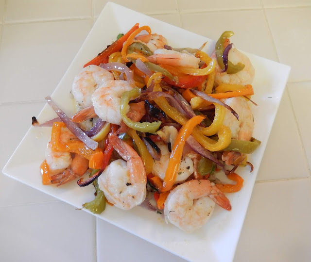 Shellys%2BShrimp%2Band%2BPeppers%2BSheet%2BPan%2BDinner%2BRecipe%2B3 Weight Loss Recipes Healthy Dinner Idea: Sheet Pan Shrimp and Peppers